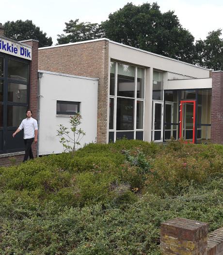Alleenstaande minderjarige asielzoekers Overloon naar schakelklas in school in Landhorst