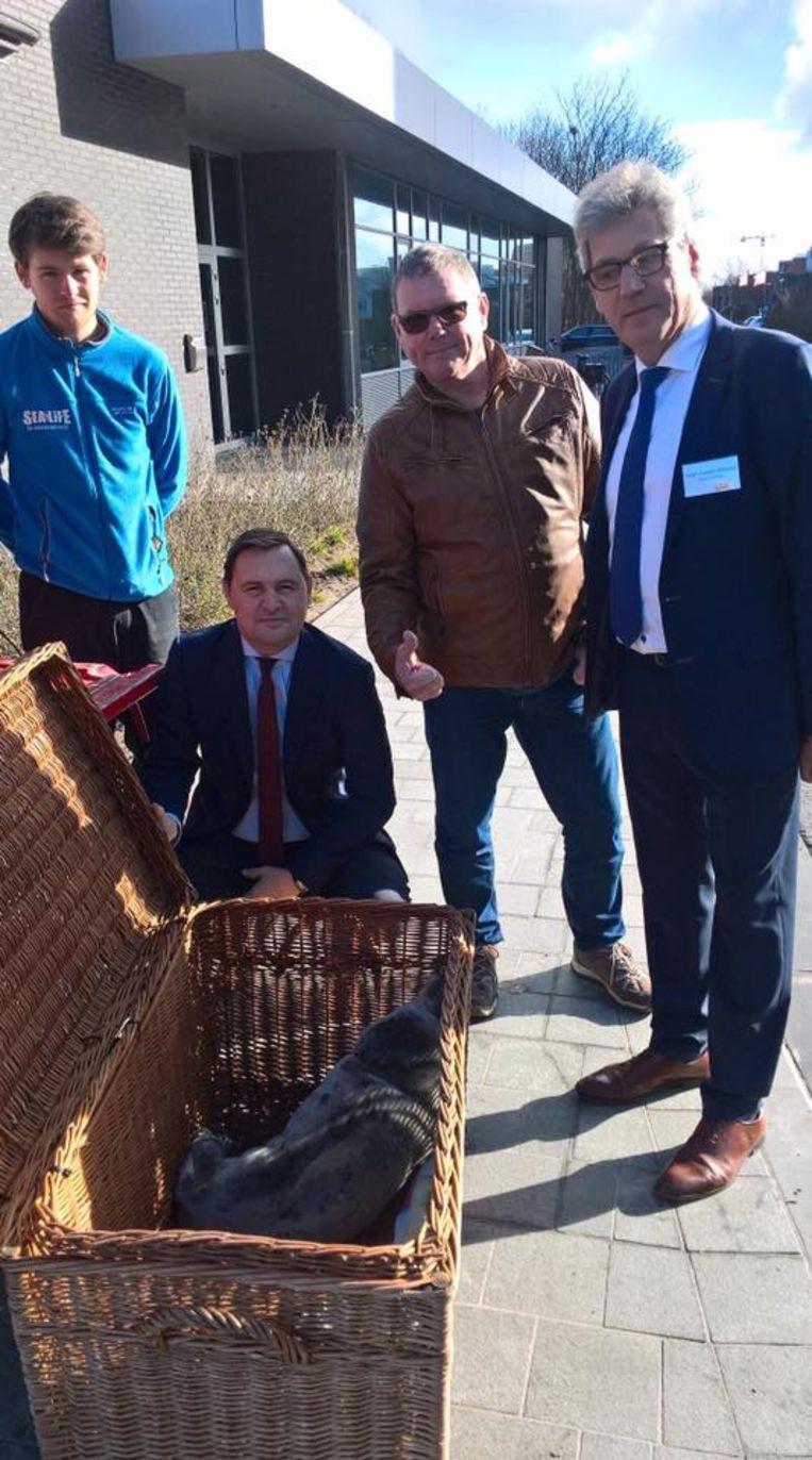 Schepen Bert Gunst, natuurgids Luc David en burgemeester Geert Vanden Broucke