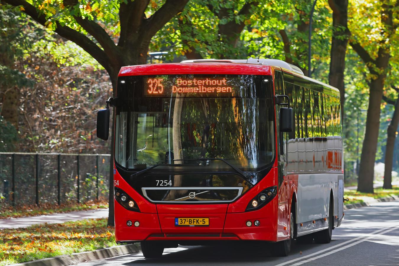 Buslijn 325 rijdt vanaf het Goorke in Vrachelen via Dommelbergen naar Breda. De nieuwe lijn 324 zou een stuk sneller zijn, omdat deze niet via Dommelbergen loopt.