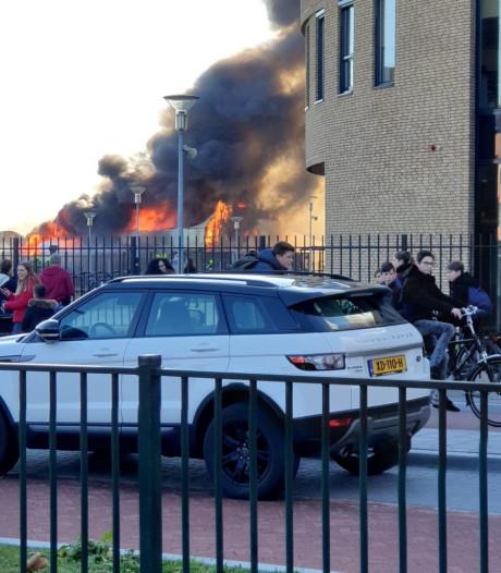 Verwoestende brand is nachtmerrie voor carnavalsbouwers: 'Levenswerk is weg'