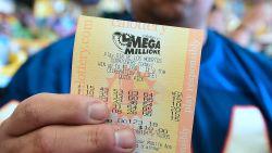 Winnende nummers grootste lottotrekking ooit zijn bekend, maar mogelijk stijgt de jackpot straks naar 2 miljard dollar