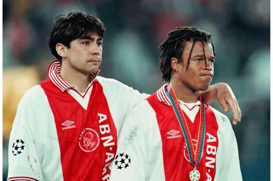 Sonny Silooy en Edgar Davids treuren na de verloren Champions League-finale van 1996.