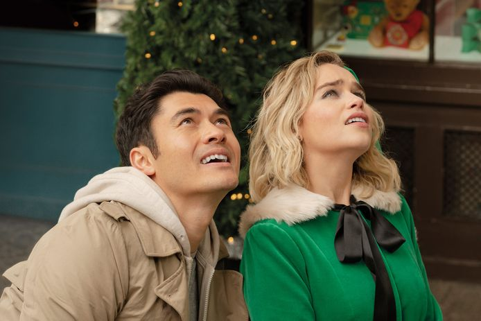 "Emilia Clarke et Henry Golding dans ""Last Christmas""."
