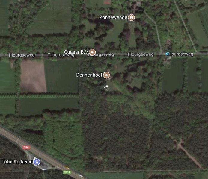 Landgoed Dennenhoef strekt zich in zuidelijke richting uit tot aan de A58. Aan de overkant ligt Villa Zonnewende, ook gebouwd door textielbaron Van den Bergh