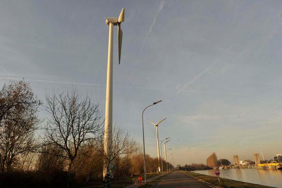 De windturbine aan de Westvaartdijk wordt afgebroken.
