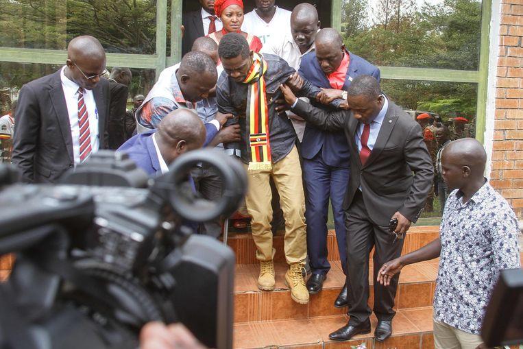 Bobi Wine (midden) Beeld AFP