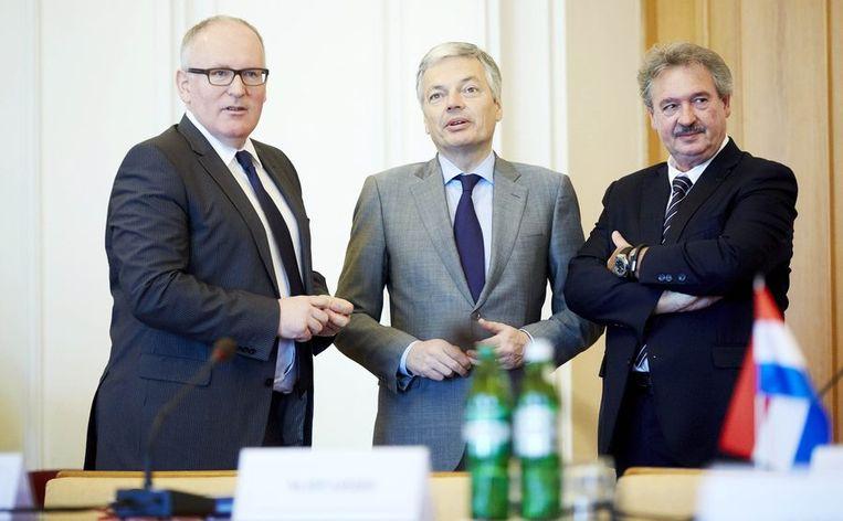 Minister Frans Timermans van Buitenlandse Zaken samen met zijn ambtgenoten Didier Reynders uit België en Jean Asselborn uit Luxemburg tijdens het ontbijt bij zijn bezoek aan Kiev. Beeld anp