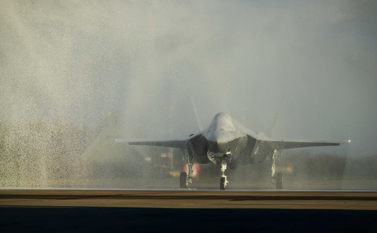 epa07962869 The first F-35, also known as the Joint Strike Fighter, lands at Leeuwarden Air Base in Leeuwarden, The Netherlands, 31 October 2019. The Dutch Defence Ministry ordered some 46 JSFs from the American aircraft manufacturer Lockheed Martin. They will eventually replace all obsolete F-16s.  EPA/ROBIN VAN LONKHUIJSEN