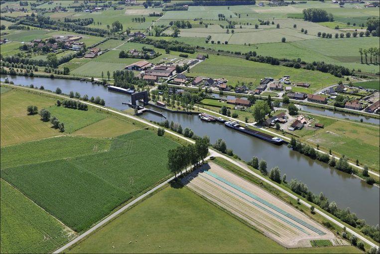 Het kanaal Brugge-Oostende in Beernem.