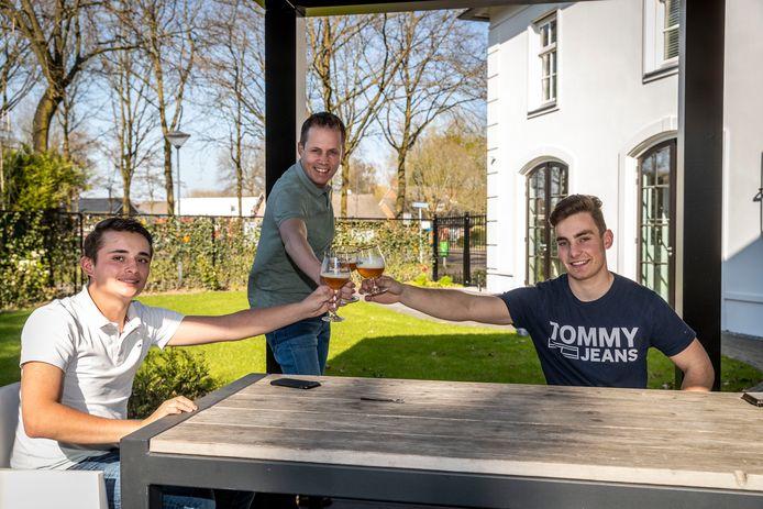 Dirk Coolen, Maarten Bloks en Tijn Rooijakkers (v.l.n.r.) organiseren het Stippents Huisfeest.