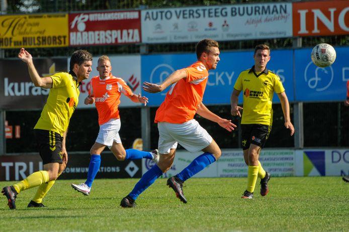 Lars van Wetering (m) maakte de aansluitingstreffer voor FC Horst, maar die mocht niet meer baten.