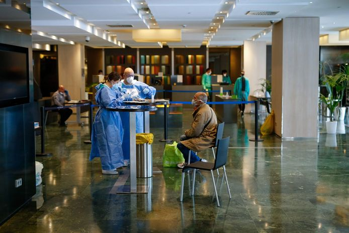 Le Meliá Sarriá, établissement cinq étoiles d'un quartier chic de Barcelone, a été transformé en hôtel médicalisé pour accueillir des patients atteints de coronavirus.