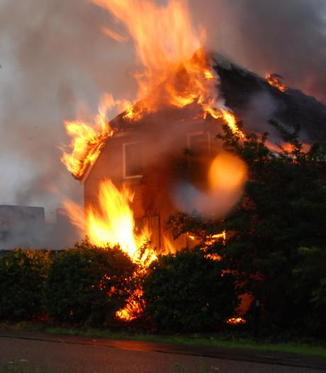 Bewoners afgebrande boerderij Lettele moeten helemaal opnieuw beginnen