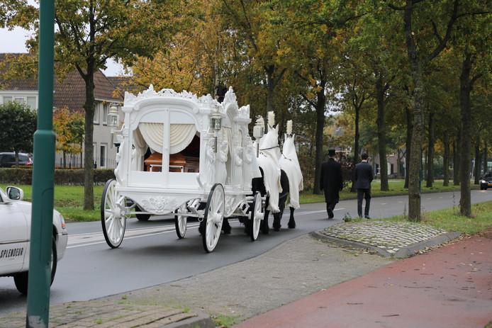 De begrafenis van Jan van Ark, een van de twee mannen die vorige week vrijdag om het leven kwamen in een drugslaboratorium aan het Prins Mauritsplein.