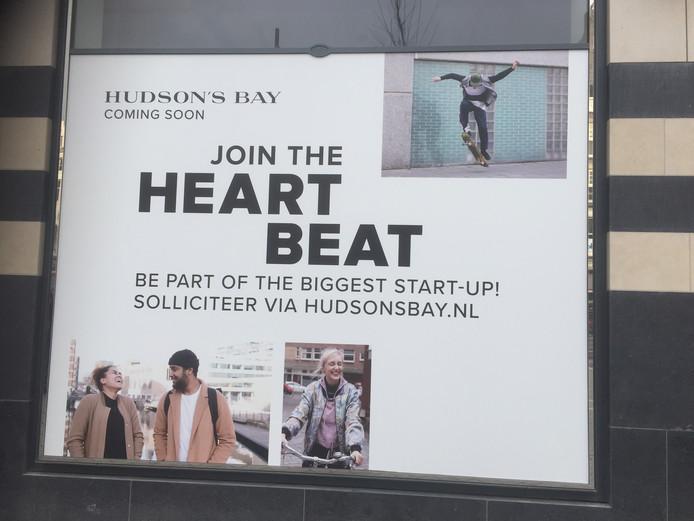 Een promotieposter voor Hudson's Bay.
