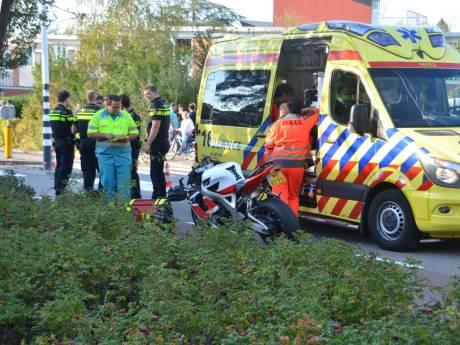 Fietser zwaargewond bij botsing met motor in Gouda