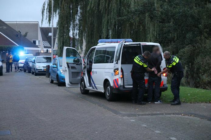 De politie heeft bij de steekpartij één verdachte aangehouden.