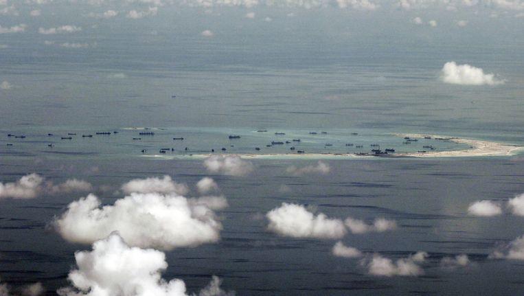 De Zuid-Chinese Zee ten zuiden van de Filipijnen waar China kunstmatige eilanden aanlegt. Beeld epa