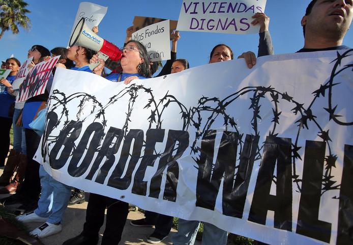 Des manifestants à McAllen, Texas, pour la venue de Trump.
