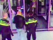 Agressieve man gaat compleet door het lint in de Albert Heijn in Oss, politie moet hem met geweld aanhouden