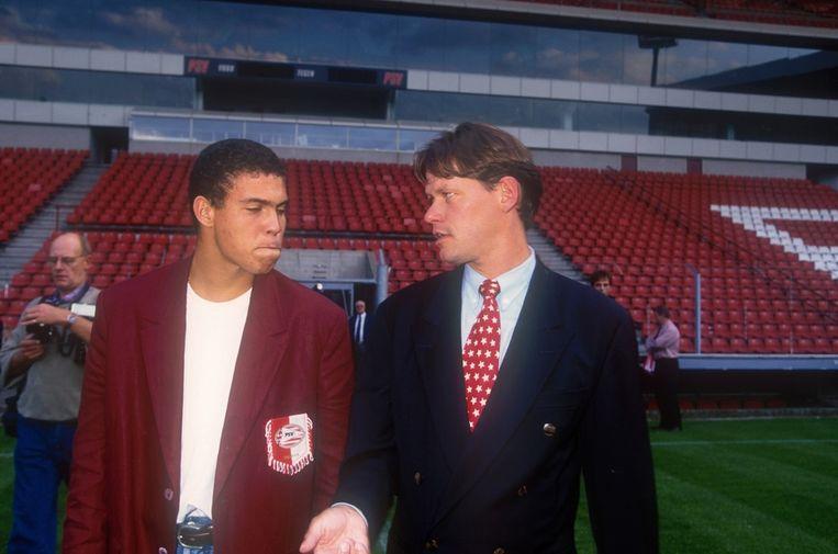 Ronaldo met Frank Arnesen op zijn eerste dag bij PSV.