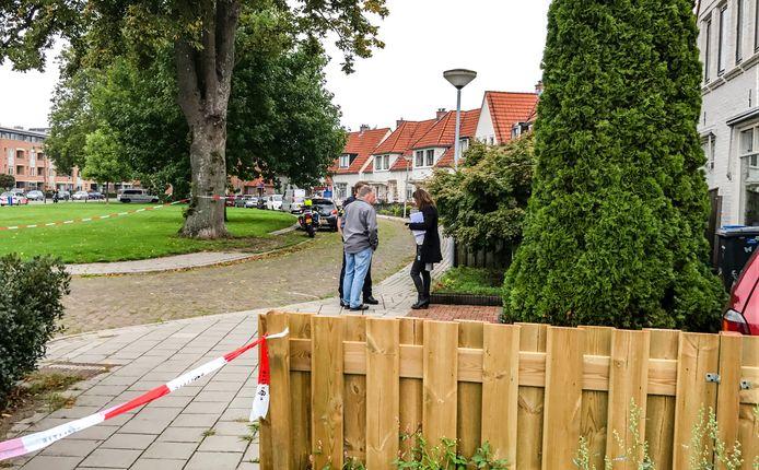 Kort na het middaguur van dinsdag 19 september verricht de politie uitgebreid onderzoek bij een woning ter hoogte van de kruising van de Rietstraat en de Violiersstraat in Almelo. Er is op de woning geschoten.