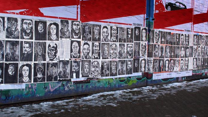 Een impressie van de posters die 20 juni in de stad te vinden zijn.
