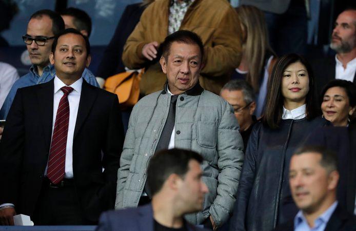 Peter Lim (midden) eigenaar van Valencia.