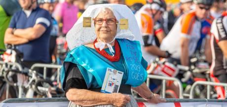 7000 fietsers halen 850.000 euro op bij landelijke Ride for the Roses in Zeeland