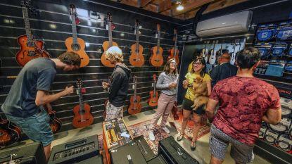 """Architect opent eigen muziekwinkel: """"Mijn jongensdroom gaat in vervulling"""""""