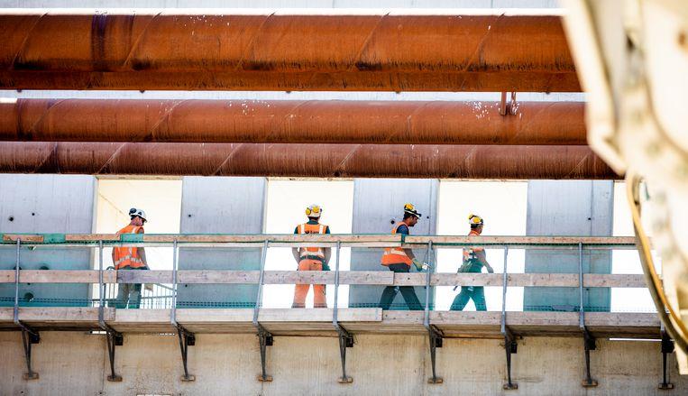 Bouwvakkers aan het werk bij de aanleg van de Rotterdamse baan, 2018. Beeld ANP