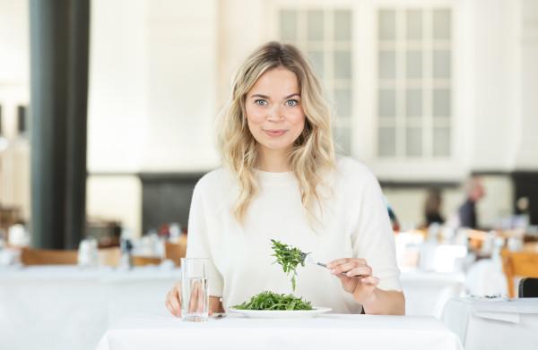 Jet van Nieuwkerk over haar eetstoornis: 'Alles wat ik at, moest **extreem gezond** zijn'