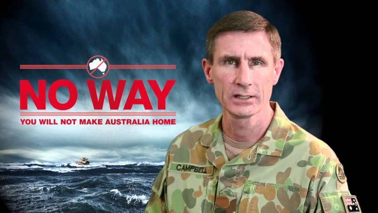 Generaal Angus Campbell, die de leiding heeft over de operatie Sovereign Borders, in het campagnefilmpje. Beeld null