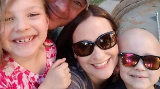 Garrett (rechts) met zijn gezin.