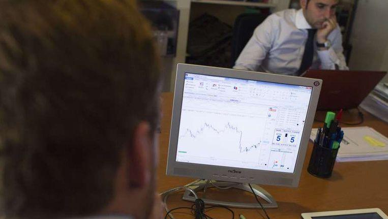 Een beurshandelaar in Madrid, begin augustus. Beeld reuters
