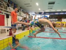 Wedstrijdbad Twentebad in Hengelo 7 weken dicht vanwege losse tegels
