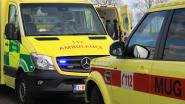 Motorrijder zwaargewond na klap tegen bestelwagen