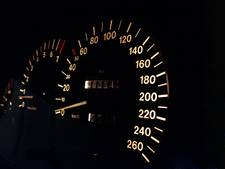 Zeventienjarige rijdt 102 kilometer per uur met 25 km-wagentje