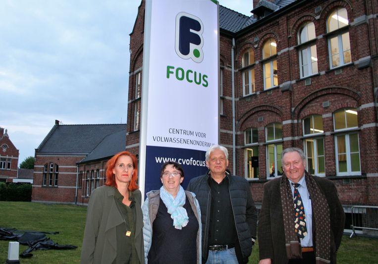 Voorzitter van de Raad van Bestuur Geert Vera, voorzitter van de schoolraad Robert Ongena, algemeen directeur Tania De Smedt, en directeur Manuela De Plucker stellen de nieuwe naam voor.