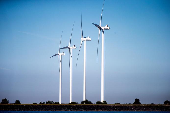 2016-09-27 10:32:47 MEDEMBLIK - De windmolens van windpark Lely worden verwijderd door de NUON. ANP JERRY LAMPEN