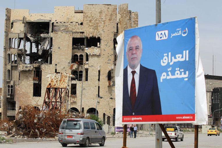 Een affiche voor de Iraakse premier Haidar al-Abadi in Mosoel.