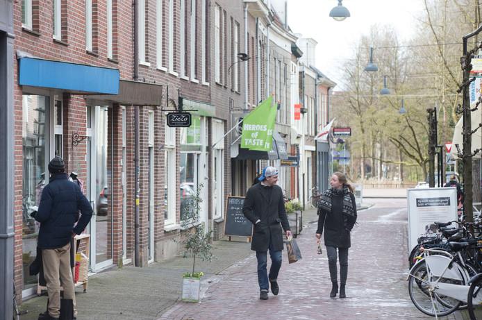 De Junusstraat, een van de zijstraten in de Wageningse binnenstad, krijgt poorten die naar de ambachten in de straat verwijzen.