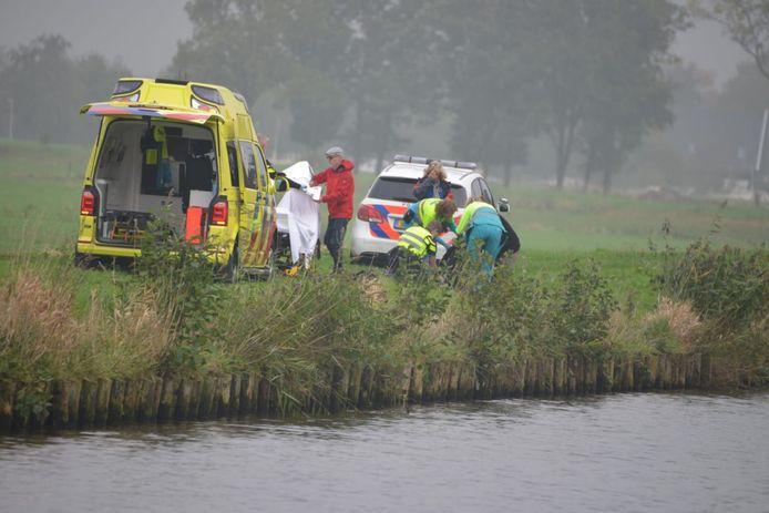 Jordy Verboom (15) uit Bant viel gisteren na een epileptische aanval in het Havenkanaal in Zuidlaren. Hij werd op het nippertje gered door zijn visvriend Bram Koene.