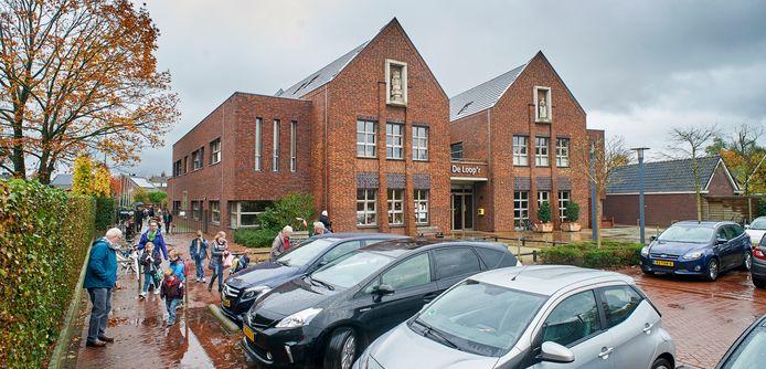 De basisschool in Olland telt nog maar 69 leerlingen. Olland zit met smart te wachten op aanwas en dus nieuwe woningen in het dorp.