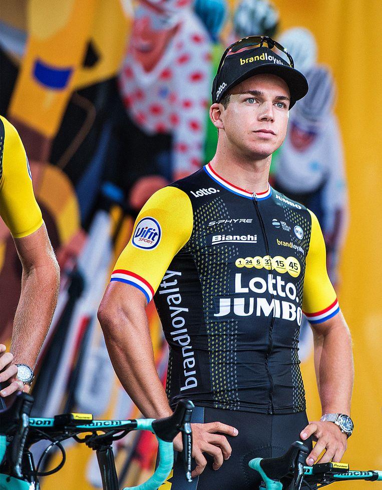 Dylan Groenewegen tijdens de ploegenpresentatie voor de Tour de France. Beeld Klaas Jan van der Weij