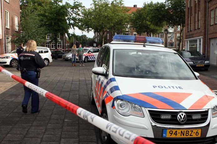 De politie doet in Den Bosch onderzoek op de plek waar de 19-jarige Zweedse vrouw is doodgestoken.