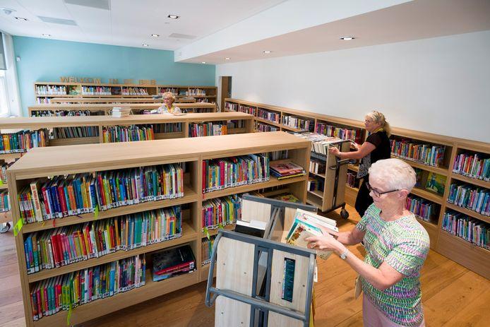 De bibliotheek van Alblasserdam is sinds juni gevestigd in het verbouwde gemeentehuis.