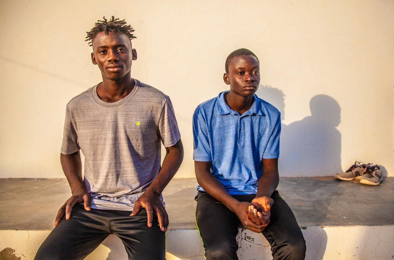De Malinese broers Ousmane (20) en Mamadou Kamara (16). 'We hebben vijf vrienden verloren. Vijf jongens die net als wij naar Europa wilden.'