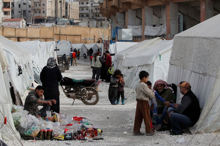 Vluchtelingen in een opvangkamp in Idlib.