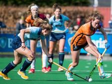 Zusjes Van der Velden (Oranje-Rood) op moment suprême in lappenmand